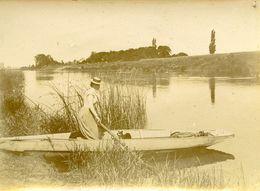 Bords De Vienne Femme Et Son Chien Dans Une Barque Photo Format 5,5x8 - Ancianas (antes De 1900)