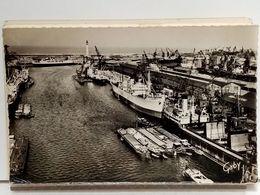 59 - DUNKERQUE - LE PORT (VUE GENERALE) - AU FOND LE FERRY BOAT ET LE PHARE. - PENICHES - Dunkerque