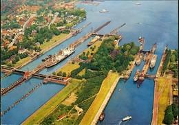 Ansichtskarte Brunsbüttel Brunsbüttelkoog Luftbild Schleusenanlagen 1975 - Germany