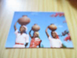 CPM Mozambique - Fillettes Porteuses D'eau. - Mozambique