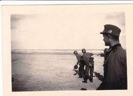 PHOTO ORIGINALE 39 / 45 WW2 WEHRMACHT FRANCE LE HAVRE SOLDATS ALLEMANDS SUR LA PLAGE A MARÉE BASSE - Guerre, Militaire