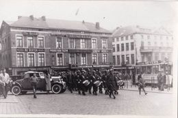 Carte Photo  Militaria Entrée De L'armée Allemande Dans Liège (Belgique) Place St Lambert Tram 61 Voiture Décapotable .. - Krieg, Militär
