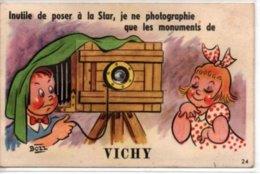 Inutile De Poser à La Star, Je Ne Photographie Que Les Monuments De VICHY-carte Avec Depliant - Vichy