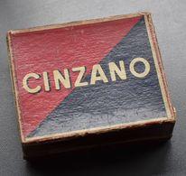 Boite De Jetons Pour Jeux - Cinzano - Florio - Marsala - 51 Jetons Colorés En Bois  - Vers 1940 - 8,5 X 7,5 X 3 Cm - - Alcools