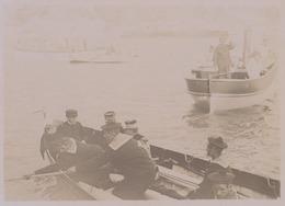"Villefranche-sur-mer. Officiers Rejoignant Le Cuirassé Amiral "" Brennus "". Tirage Citrate Circa 1900. - Photographs"