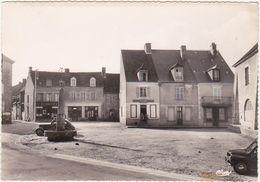23 - CHATELUS-MALVALEIX (Creuse) - Place De La Fontaine - 1962 (Voitures) - Chatelus Malvaleix