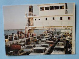 C.P.M Automobile -- ILE De RÉ -- Nombreuses Voitures Sur Le Bac - Voitures De Tourisme