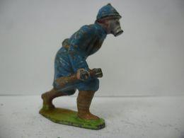 FIGURINE SOLDAT - MILITAIRE GUERRE 1914 1918 Poilu Masque à Gaz WW1 - GM LR DC HR PLOMB CREUX CBG ? - Soldats De Plomb