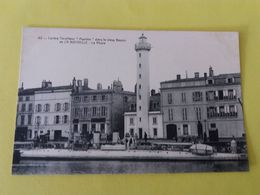 CPA- LA ROCHELLE -42- CONTRE TORPILLEUR AQUILLON   DANS LE VIEUX BASSIN -Le Phare- - La Rochelle