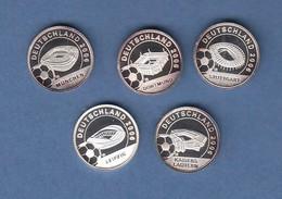 Liberia 5 Kleine Silbermünzen Fußball-WM Deutschland 2006 Fußballstadien.  - Münzen