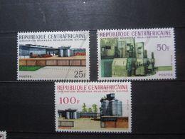 VEND BEAUX TIMBRES DE REPUBLIQUE CENTRAFRICAINE N° 126A - 126C , XX !!! - Central African Republic