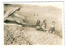 Photo Baigneuses Plage De Nice 1934 Au Dos Les 3 Grâces Assises... Août 1934 - Persone Anonimi