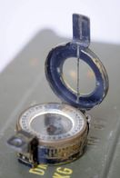 One Vintage T.G.Co British Army Marching Compass MkIII Dated 1940 - Bussole Bussola - Equipement