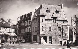 CPSM LESNEVEN (29) Place Général Le Flô - Lesneven