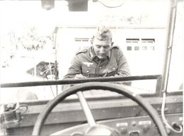 39/45 .MILITAIRES ALLEMANDS PENDANT UNE HALTE . - Krieg, Militär