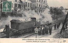 Thème Grève.  Paris. Grève Générale Des Chemins De Fer   .Locomotive Déraillée Par Les Grévistes  ( Voir Scan) - Grèves