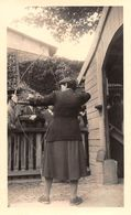 TIR à L'ARC - Stand De Tir - Femme Lors D'une épreuve De Tir Sur Cible . Photo Originale - - Tir à L'Arc