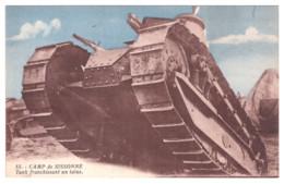 CARTE PHOTO CAMP DE SIZONNE TANK FRANCHISSANT UN OBSTACLE - Militaria