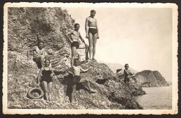 Swimsuit Woman Girl And Trunks Men Guys On Beach Old Photo 14x9 Cm #30441 - Anonyme Personen
