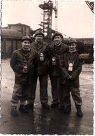 Photo Originale Portrait De Mineurs De Fond Avec Leurs Casques Et Lampe Autour Du Cou Vers 1950/60 à La Mine - Métiers