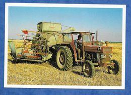 CPM Une Moissonneuse Batteuse Tractée Marque Class Type Du Dédut Des Années 50 Roger Dagonneau Montigny Le Chartif - Tractores