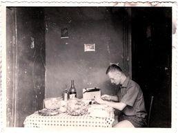 """Photo Originale A Manger ! """" Dans Un Militaire Chassez Le Naturel ... Il Revient .... à Table, Chez Lui ! Mascara 1961 - Guerre, Militaire"""