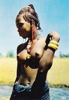 Afrique En Couleurs Belle Africaine Aux Seins Nus (2 Scans) - Cartoline