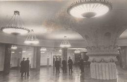 "1951- RARE - Moscou- Metro - Station ""Kourskaïa"" Photo De L. Velikjanine Et V. Savostianov - Scan Recto-verso - Luoghi"