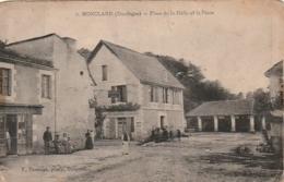 ***  24  ***  MONCLARD  Place De La Halle Et La Poste -  Timbre Décollé - Andere Gemeenten
