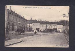 Bruyeres En Vosges Place Leopold Et Le College ( Animée Ed. Guerre Briot  42202) - Bruyeres