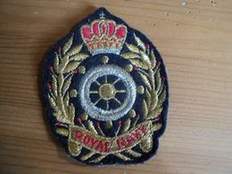 INSIGNE BRODEE ROYAL NAVY GOUVERNAIL / COURONNE / LAURIERS. - Marine