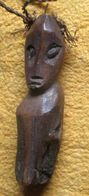 Talisman Van De Lega In Congo Gemaakt Van Gerookt Ivoor / Amulette Des Lega Du Congo En Ivoire Fumée - Art Africain
