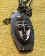 Talisman Van De Lega In Congo Gemaakt Koper / Amulette Des Lega Du Congo En Cuivre - Art Africain