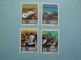 Bateaux  1982 Malte  Yv 643/6  **  MNH Michel 655/8  Scott 608/11  SG 686/9 Ships - Malta