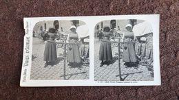 PHOTO STEREO STEREOSCOPIQUE VUES D ITALIE TIVOLI FEMMES TRESSANT LA CORDE BEAU PLAN ANIME FORMAT 9 PAR 17 CM - Places
