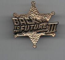 Pin's CINEMA BACK TO THE FUTURE III Par ©1990 UCS.INC.& AMBLIN.dos Doré...BT15 - Cinéma