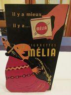 Melia (Algerian Cigarettes) - Rarissime Pancarte En Carton Rigide, Avec Silhouette Et Paquet Dummy  - 400 X 245 Mm - Reclame-artikelen