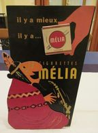 Melia (Algerian Cigarettes) - Rarissime Pancarte En Carton Rigide, Avec Silhouette Et Paquet Dummy  - 400 X 245 Mm - Articoli Pubblicitari