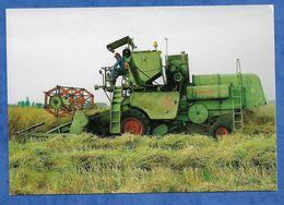 CPM Tracteur Moisson Du Colza Sur Class Matador Aux Environs De Romigny Commune De Bailleau Le Pin Beauce - Tractores