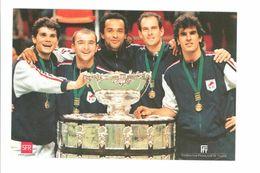 TENNIS - L'Equipe De France Vainqueur De La Coupe Davis 1996 (Boetsch, Raoux, Noah,Forget,Pioline) - Tennis