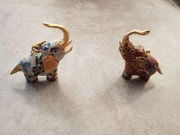 Lot De 2 éléphants émaillées Pendentifs - Asian Art