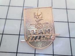 312b Pin's Pins / Rare Et De Belle Qualité !!! THEME JEUX OLYMPIQUES / TEAM BOSE JEUX OLYMPIQUES ALBERTVILLE 92 - Jeux Olympiques