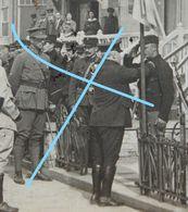 Photo DE PANNE Circa 1915 Décoration Soldats Belges Président Poincaré Koning Albert I Général Generaal Belgische Leger - War, Military