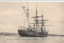 """BATEAU - Le Transport """" La Manche """" Avant Son Départ Pour L'Islande ( Pub Chaussures A L'Ogre BREST Au Dos ) - Non Classés"""