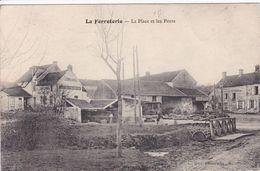 02 LA FERROTERIE Par Nogent L'Artaud La Place Et Les Ponts ,façade Café De L'Espèrance - Autres Communes