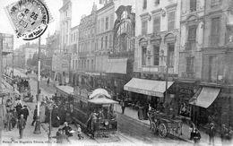 NANCY   Tramway, Charette Et De Nombreux Passants Dans La Rue Saint Dizier - Nancy