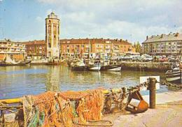 Nord        H94        Dunkerque.La Tour De Leughenaer.L Place Du Minck Et Les Bateaux De Pêche - Dunkerque