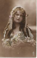 L100G203 -  Joli Portrait De Jeune Fille , Edelweis Plein Les Bras  - AS N°334.1 - Women
