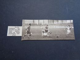 "Origineel Knipsel ( 4621 ) Uit Tijdschrift "" Zondagsvriend ""  1936  : Voetbal  Tubantia ( Borgerhout )   Waterschei - Vieux Papiers"
