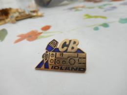 Lot 060 -- Pin's CB Idland - Informatique